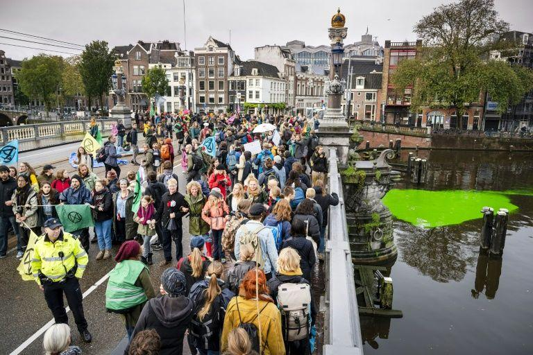 Over 130 climate activists arrested for blocking bridge in Amsterdam