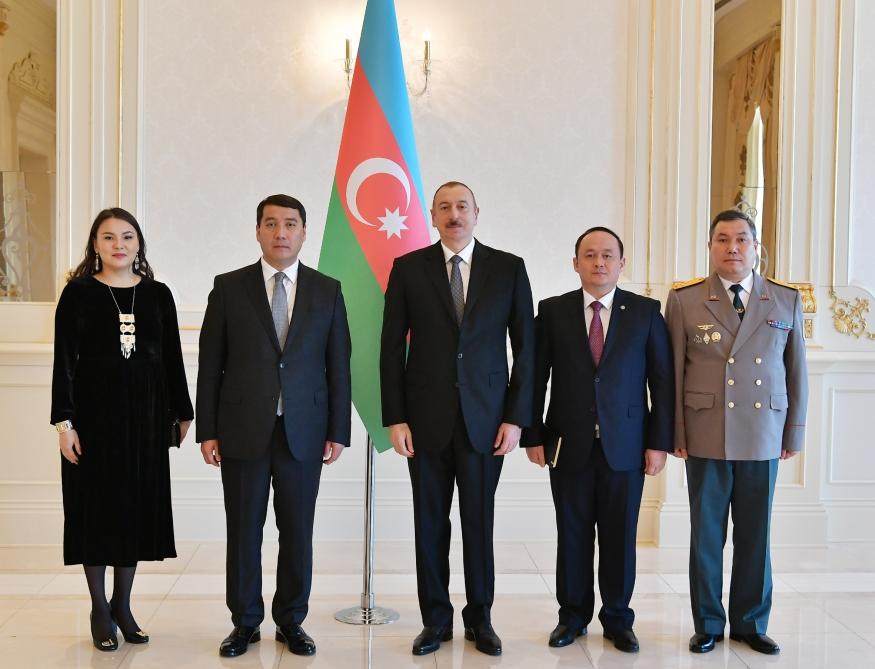 President Ilham Aliyev receives credentials of incoming Kazakh ambassador (PHOTO)