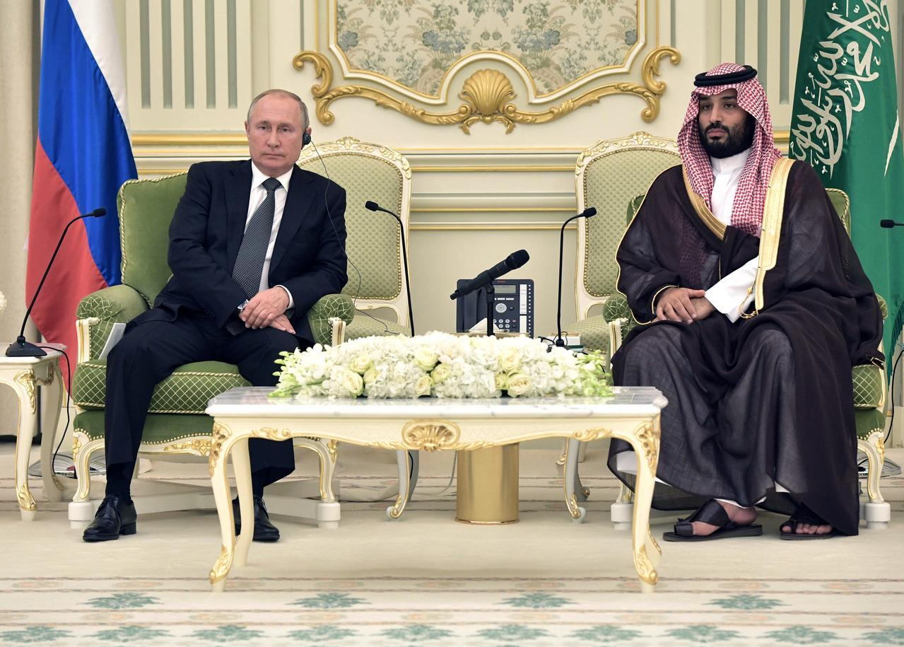 Saudi crown prince holds official talks with Russia's Putin