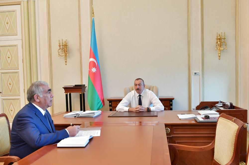 President Ilham Aliyev receives chairman of Board of Directors of Azerbaijan Highway State Agency (PHOTO) - Gallery Image
