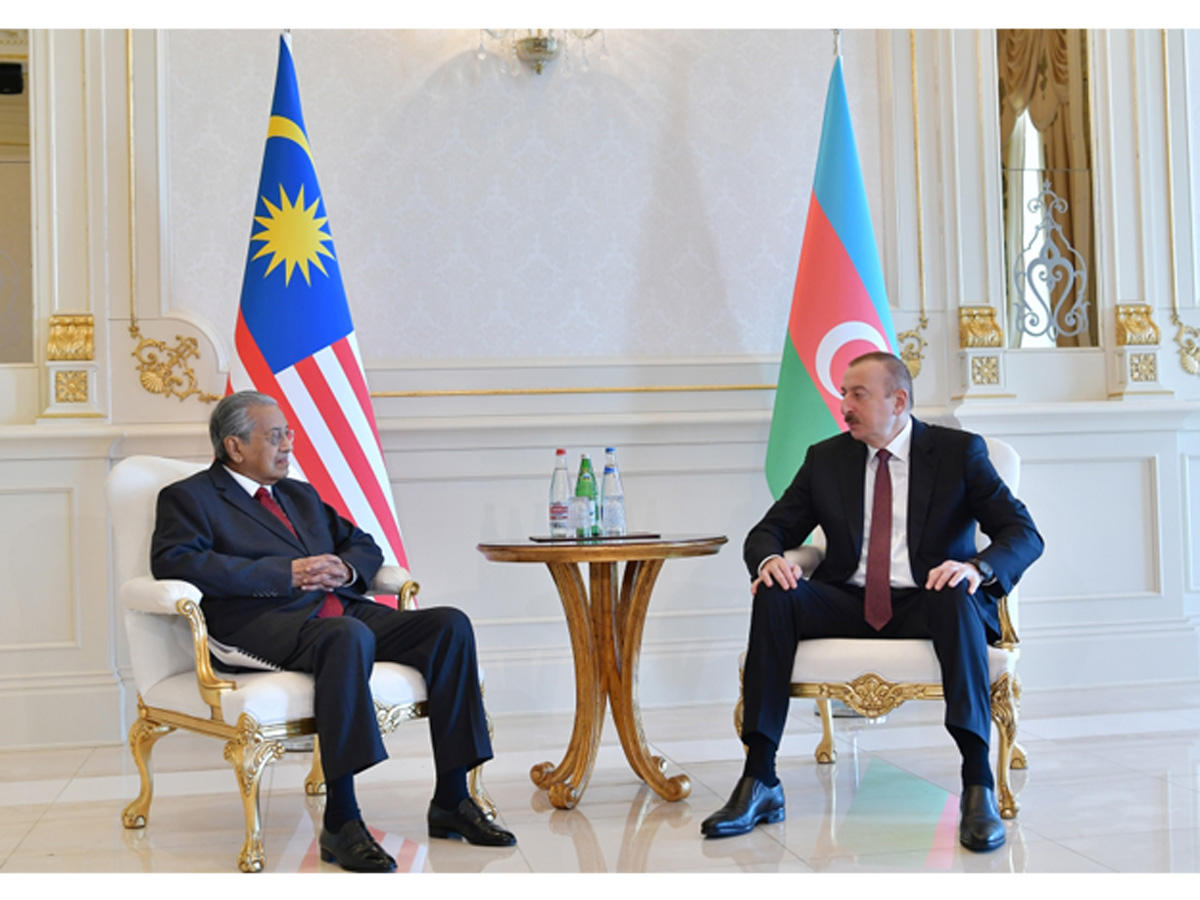 President Ilham Aliyev receives Malaysian PM Mahathir bin Mohamad (PHOTO)