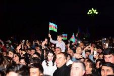 EMİN Gəncədə minlərlə pərəstişkarı qarşısında konsert proqramı ilə çıxış edib (FOTO/VİDEO) - Gallery Thumbnail