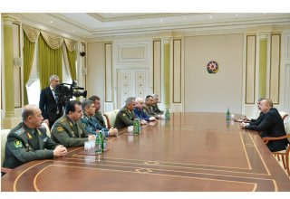 President Aliyev receives participants of CIS Council of Defense Ministers meeting (PHOTO)