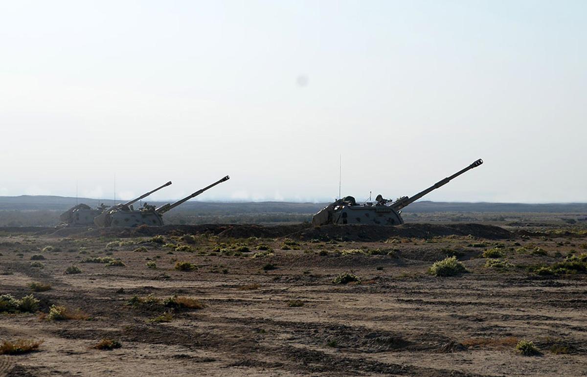 Azərbaycan Ordusunun raket və artilleriya bölmələri döyüş atışları icra edib (FOTO/VİDEO) - Gallery Image