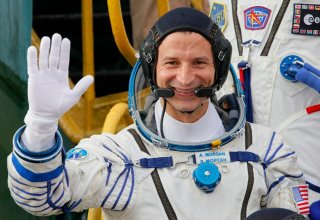American astronaut votes from outer space