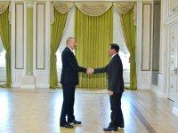 Президент Ильхам Алиев принял делегацию во главе с министром экономики ОАЭ (ФОТО) - Gallery Thumbnail