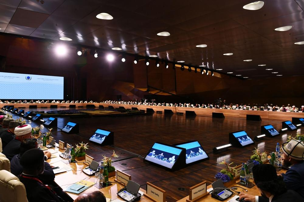 II Бакинский саммит религиозных лидеров мира продолжил работу в пленарных заседаниях