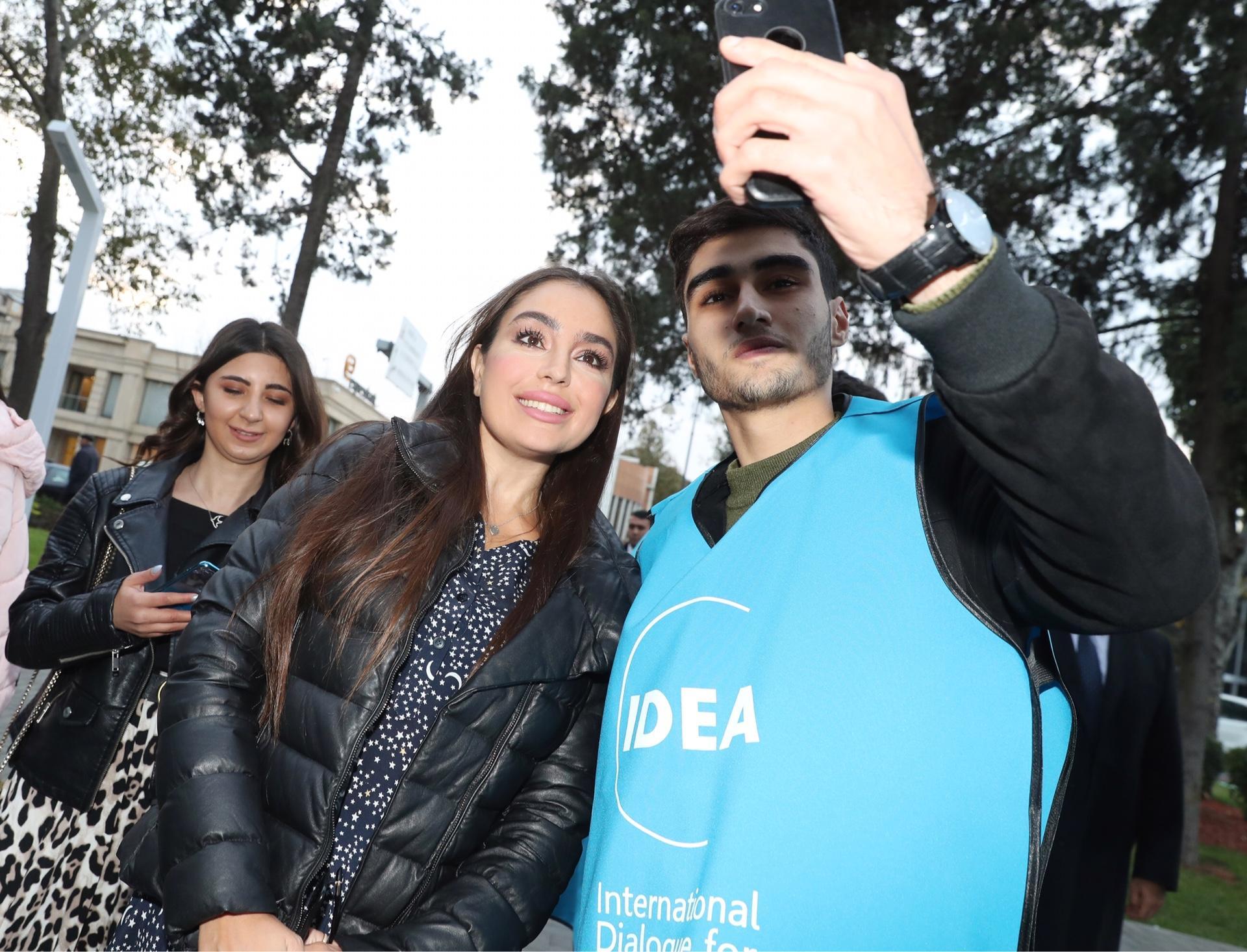 """Heydər Əliyev Fondunun vitse-prezidenti Leyla Əliyeva IDEA-nın """"Urban Ecology"""" layihəsi çərçivəsində aksiyada iştirak edib (FOTO) - Gallery Image"""