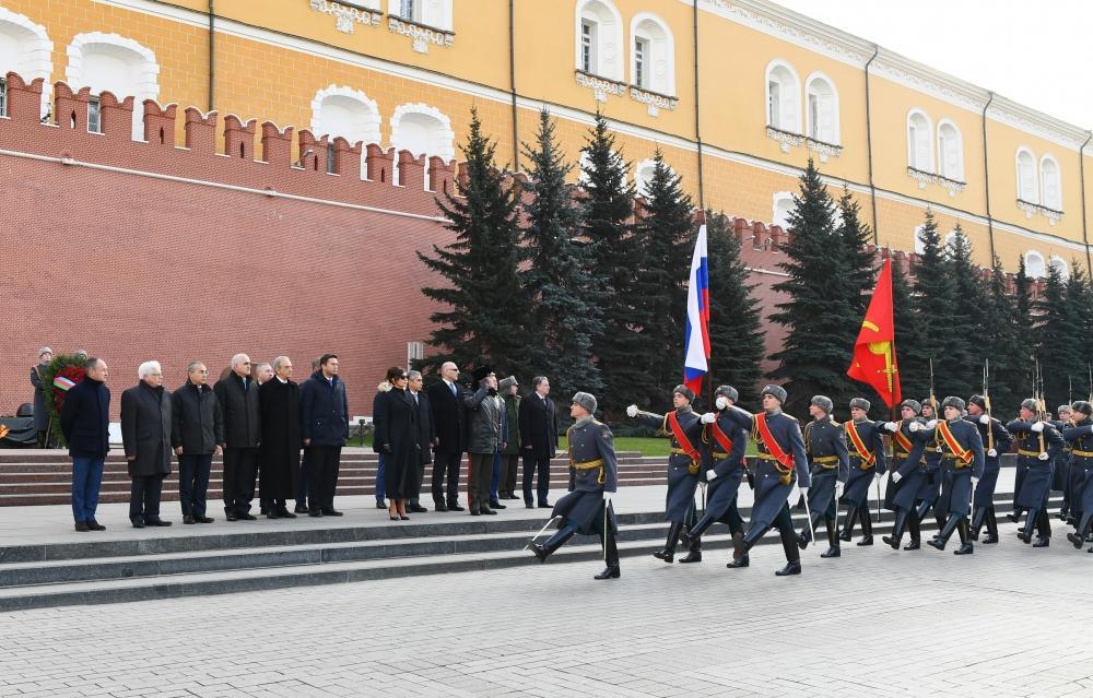 Первый вице-президент Мехрибан Алиева посетила могилу неизвестного солдата в Москве  (ФОТО) (версия 2) - Gallery Image