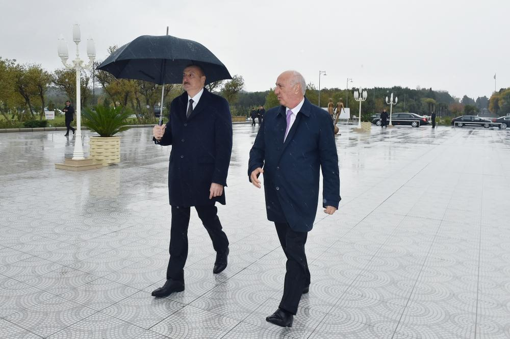 President Ilham Aliyev views conditions created at newly built part of Sumgayit Boulevard Complex (PHOTO)