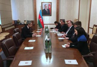 Azerbaijani FM meets with new French ambassador