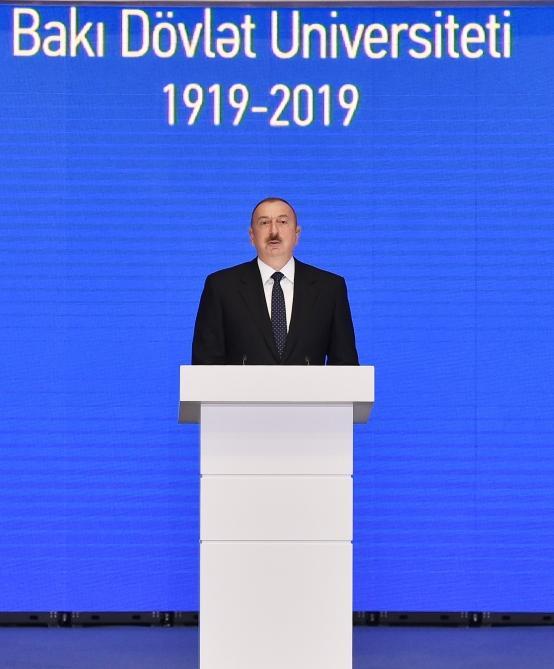 Президент Ильхам Алиев принял участие в церемонии, проходившей по случаю 100-летнего юбилея Бакинского государственного университета (ФОТО) - Gallery Image