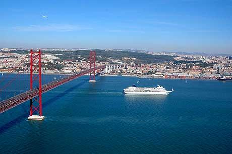 Portugal announces 122-mln-euro plan to expand Port of Lisbon