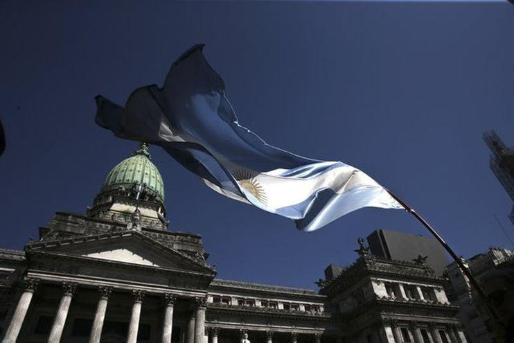 Argentina plans payment freeze on up to $10 billion in local-law dollar debt