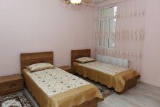 Президент Ильхам Алиев ознакомился с условиями в новом жилом доме для семей, пострадавших в результате землетрясения в Шамахинском районе (ФОТО) - Gallery Thumbnail