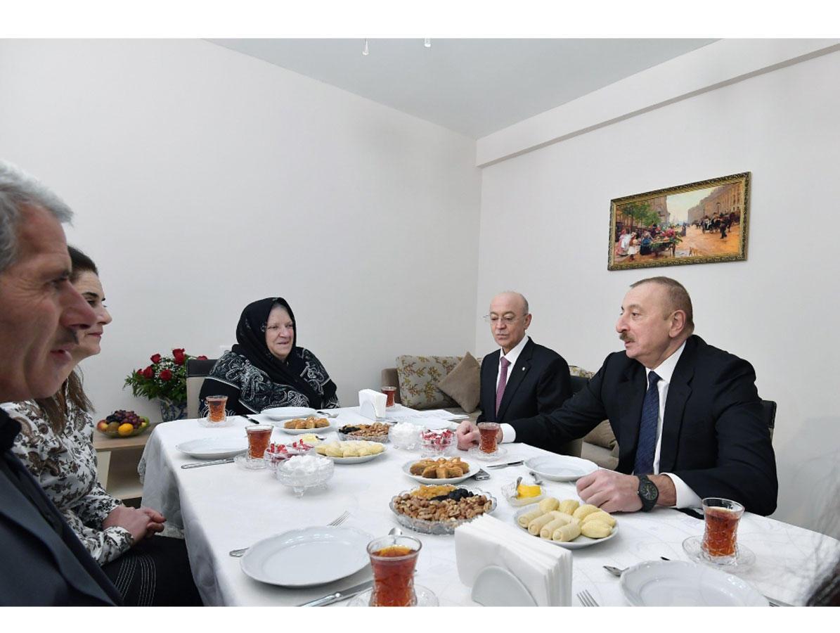 Президент Ильхам Алиев ознакомился с условиями в новом жилом доме для семей, пострадавших в результате землетрясения в Шамахинском районе (ФОТО) (версия 2)