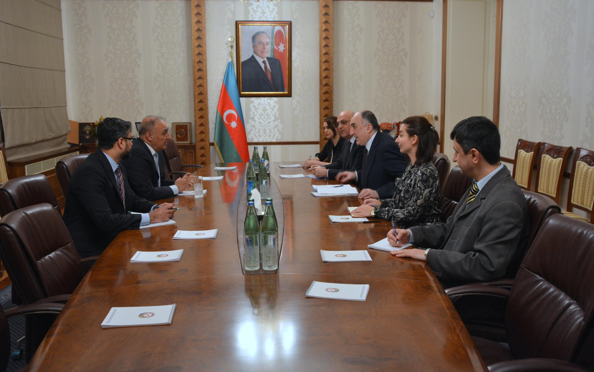 Azerbaijani FM meets Pakistani envoy upon completion of his diplomatic tenure (PHOTO)