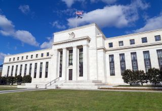 Fed policymakers see economy plateauing, risks ahead