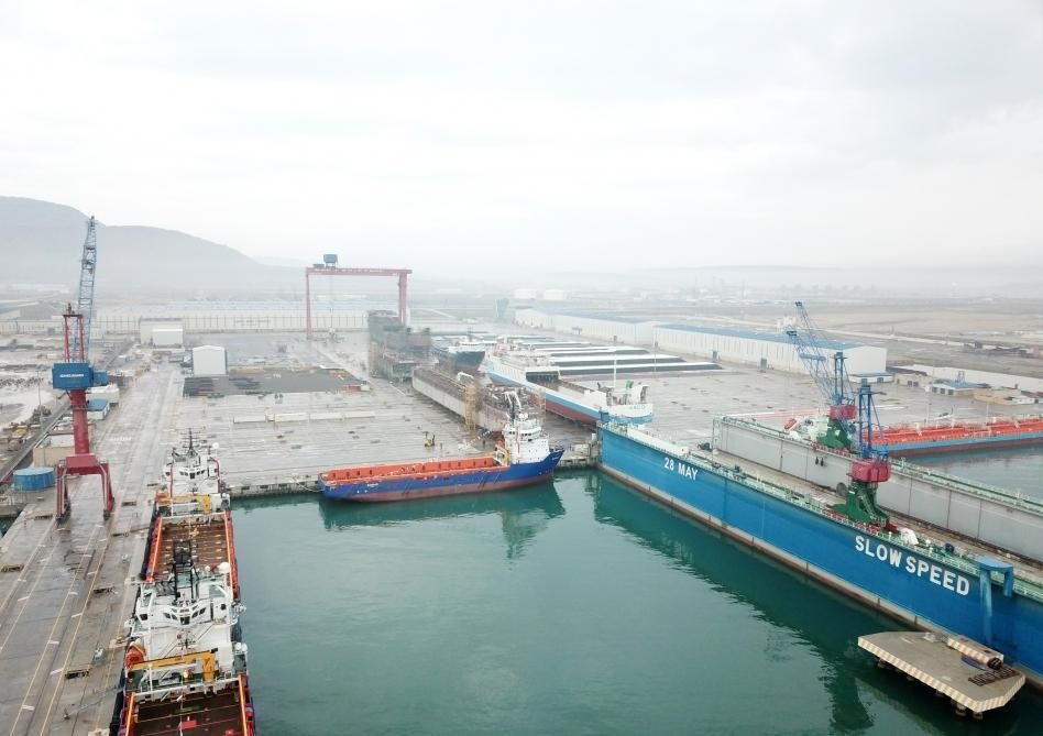 Caspian Sea Oil Fleet's floating crane repaired and put into operation