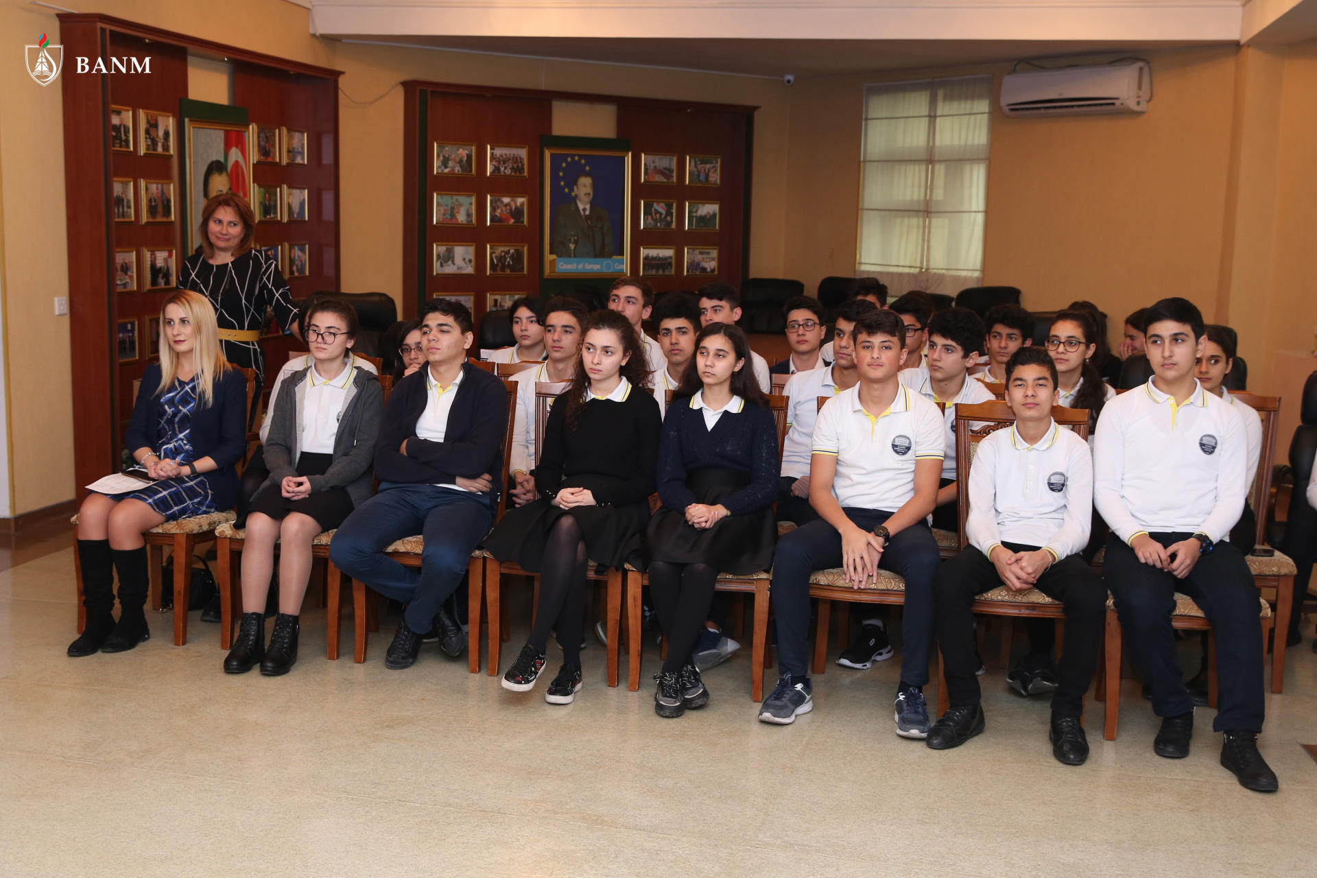 Elmar Gasimov meets with students of Lyceum named after Academician Zarifa Aliyeva (PHOTO) - Gallery Image