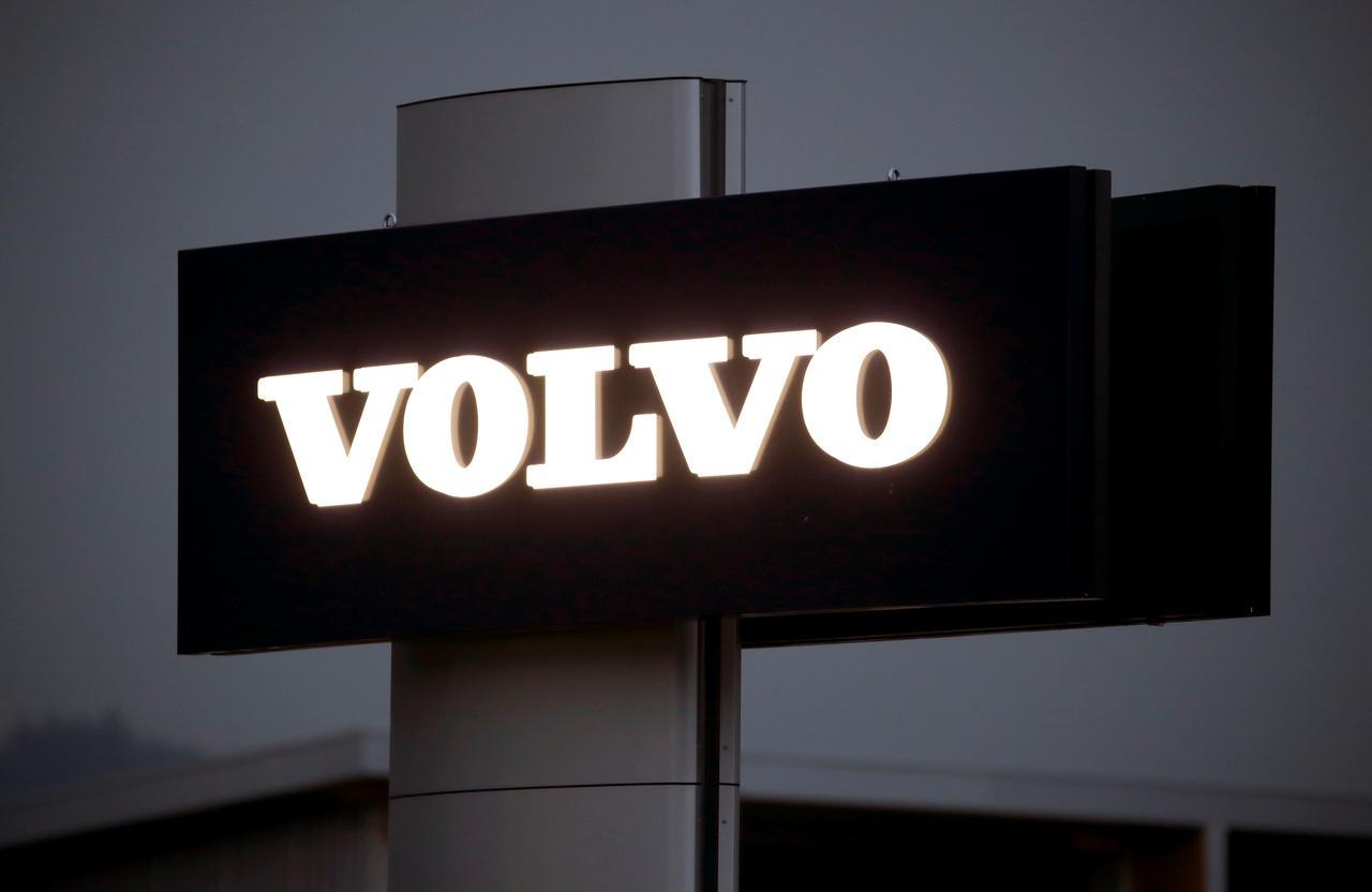 Volvo recalls 54,000 U.S. vehicles for air bag defect after one death