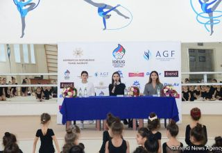 Members of Azerbaijan's national rhythmic gymnastics team meet with young athletes (PHOTO)
