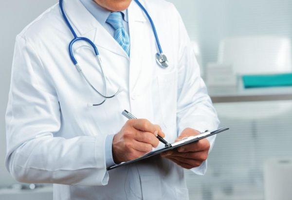 Продлен срок выдачи надбавки к зарплате врачей, оказывающих помощь больным COVID-19 в Баку