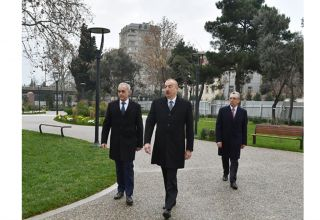 President Ilham Aliyev views ongoing renovation works in another park in Baku (PHOTO)