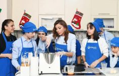 First Vice-President Mehriban Aliyeva attends New Year party arranged at Rehabilitation Center for children with autism spectrum disorder (PHOTO) - Gallery Thumbnail