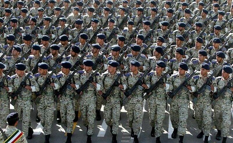 Iran increases salaries for army personnel