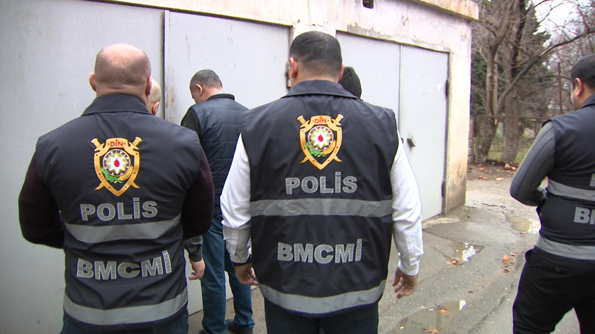 Bakıda saxta spirtli içkilər hazırlayıb satan dəstə üzvləri saxlanılıblar (FOTO/VİDEO)