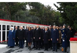 Azerbaijani president, first lady pay tribute to January 20 martyrs (PHOTO/VIDEO)