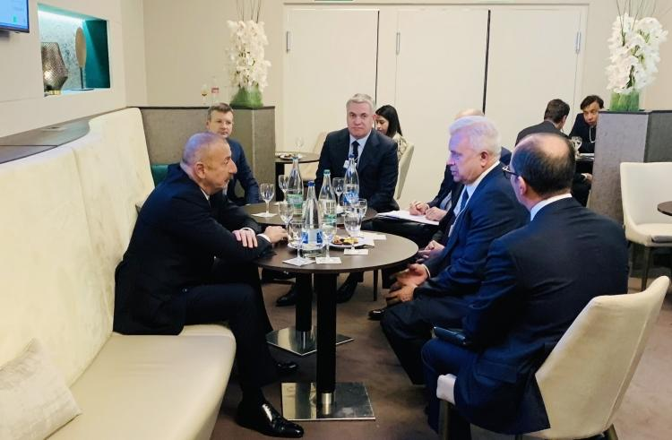 President Ilham Aliyev met with LUKOIL president in Davos (PHOTO) - Gallery Image
