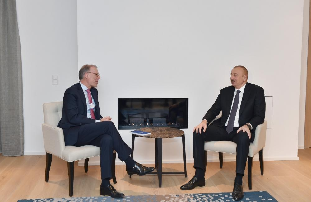 President Ilham Aliyev meets Carlsberg Group CEO in Davos (PHOTO) - Gallery Image