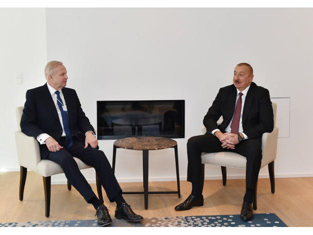 Azerbaijani president meets with BP Chief Executive Officer in Davos (PHOTO)