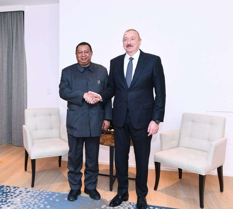 President Ilham Aliyev meets OPEC Secretary General in Davos (PHOTO)