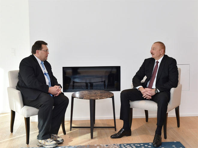 Azerbaijani president meets with mayor of Swiss town of Montreux in Davos (PHOTO)