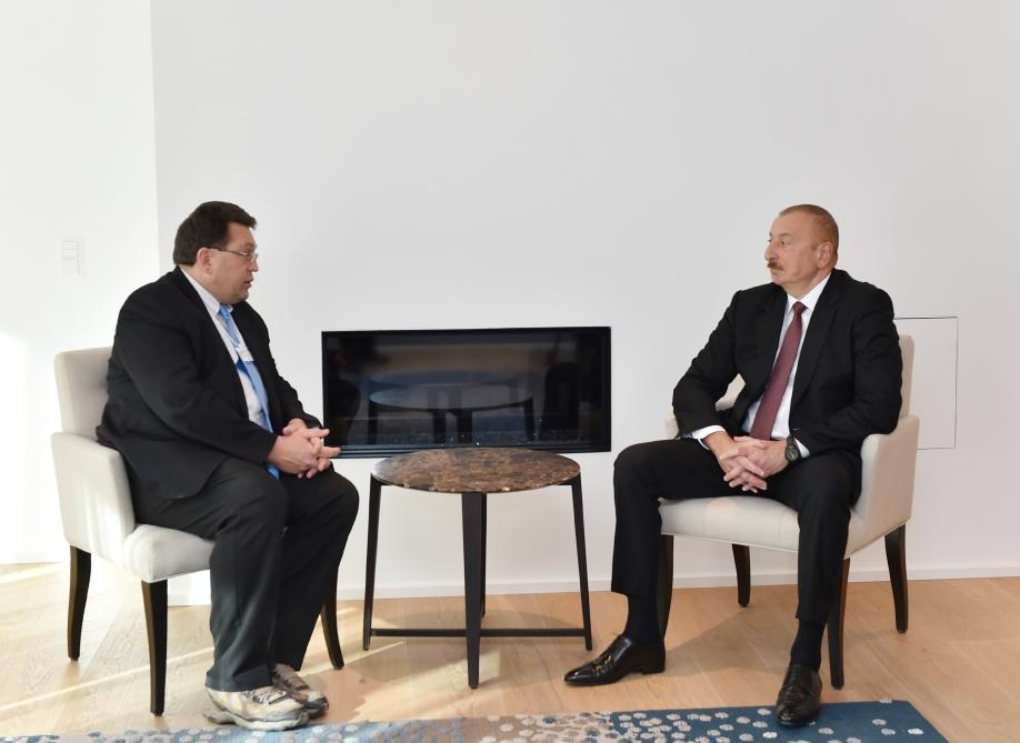 Azerbaijani president meets with mayor of Swiss town of Montreux in Davos (PHOTO) - Gallery Image
