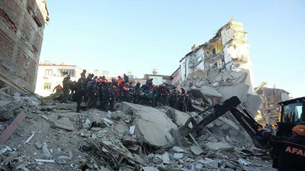 В Турции после землетрясения спасли еще двух человек