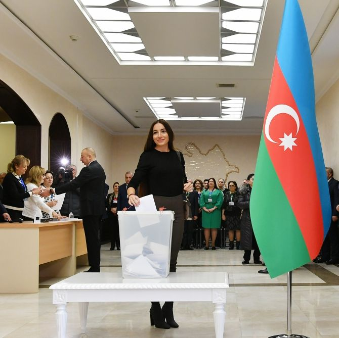 President Ilham Aliyev, First Lady Mehriban Aliyeva vote at parliamentary elections (PHOTO/VIDEO) - Gallery Image