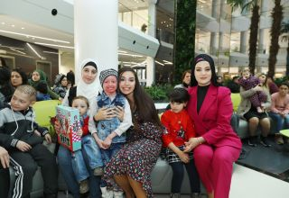 Heydar Aliyev Foundation VP Leyla Aliyeva meets with children suffering from ichthyosis, epidermolysis bullosa and immunodeficiency (PHOTO)