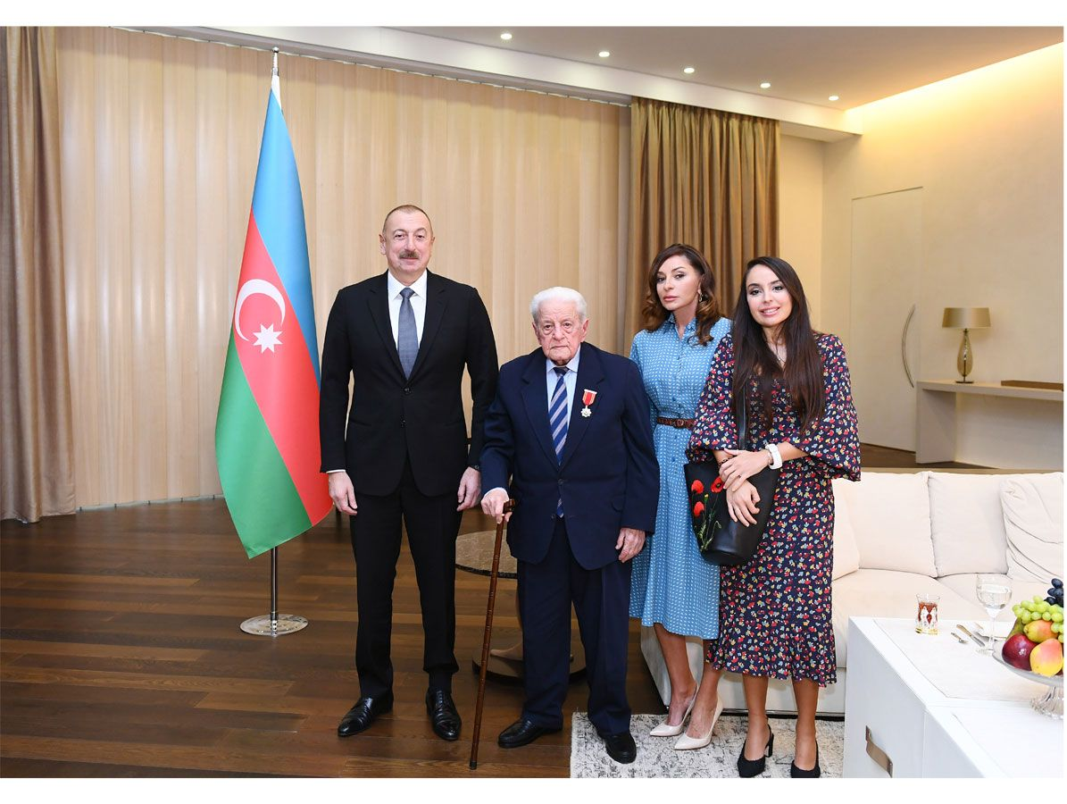 "President Ilham Aliyev presents ""Sharaf"" Order to People's Artist Alibaba Mammadov (PHOTO)"