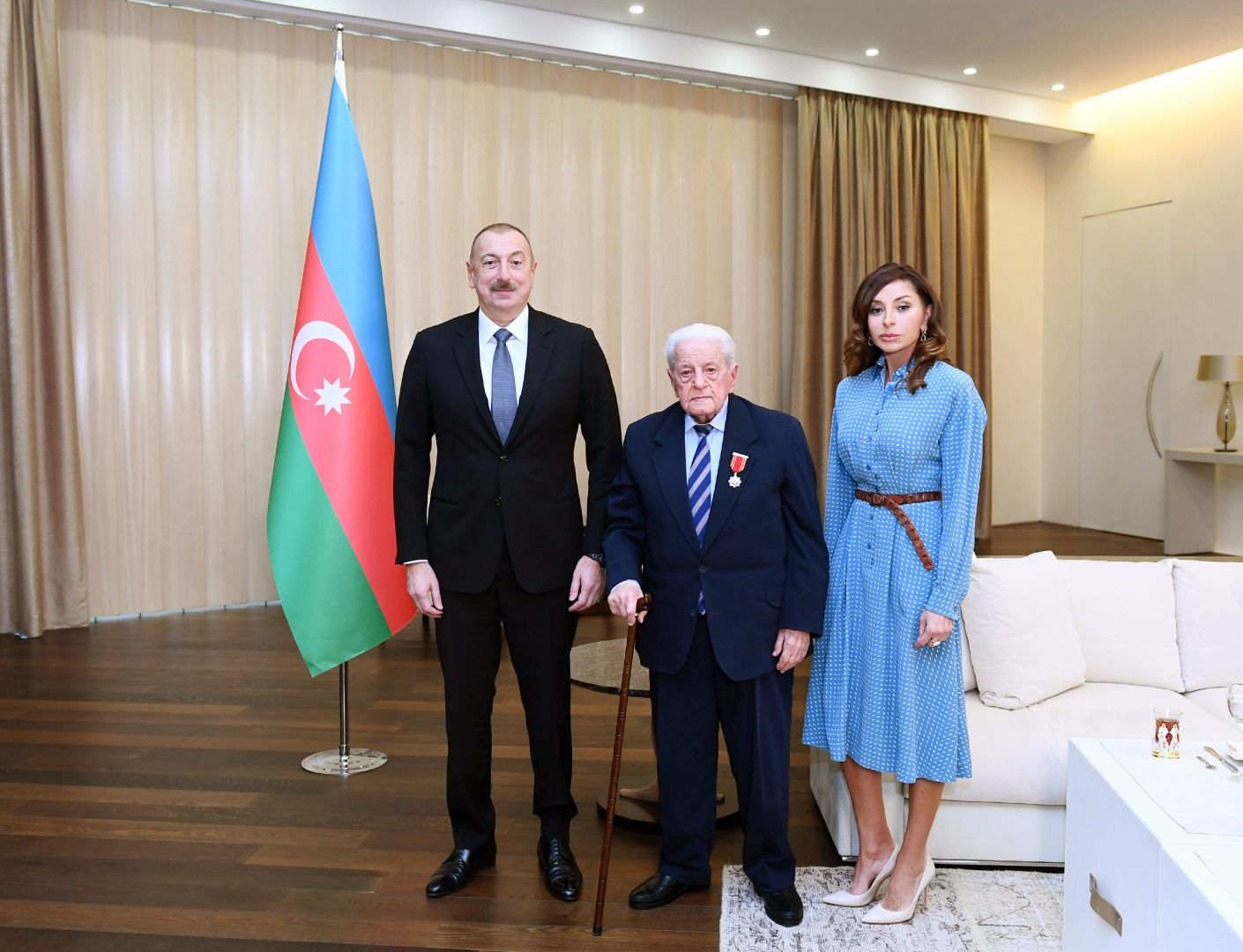 "President Ilham Aliyev presents ""Sharaf"" Order to People's Artist Alibaba Mammadov (PHOTO) - Gallery Image"