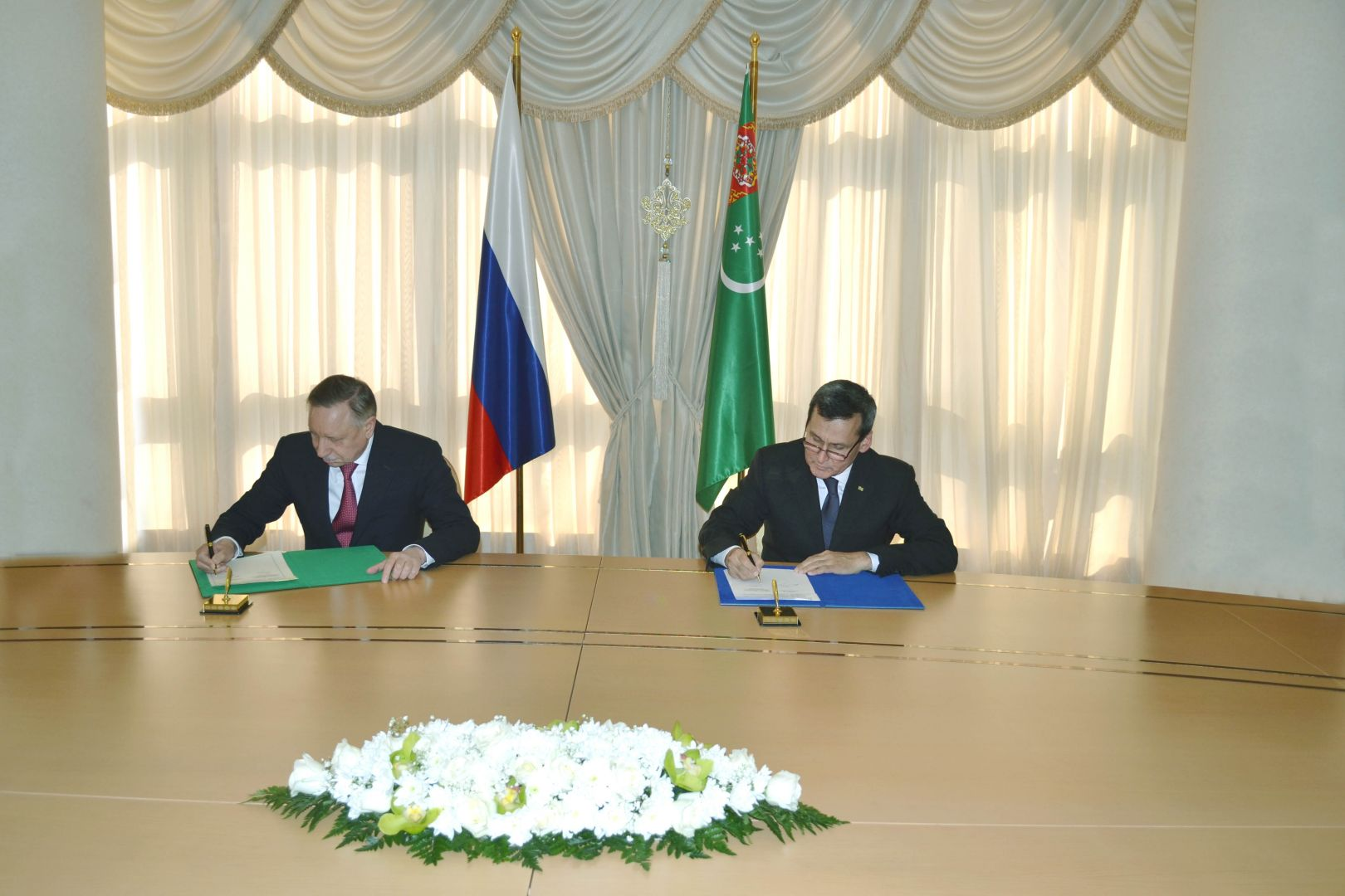Governor of Russia's Saint-Petersburg city visits Turkmenistan's capital city (PHOTO) - Gallery Image
