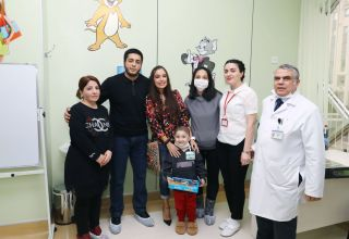 Vice-President of Heydar Aliyev Foundation Leyla Aliyeva meets with children suffering from oncological diseases (PHOTO)