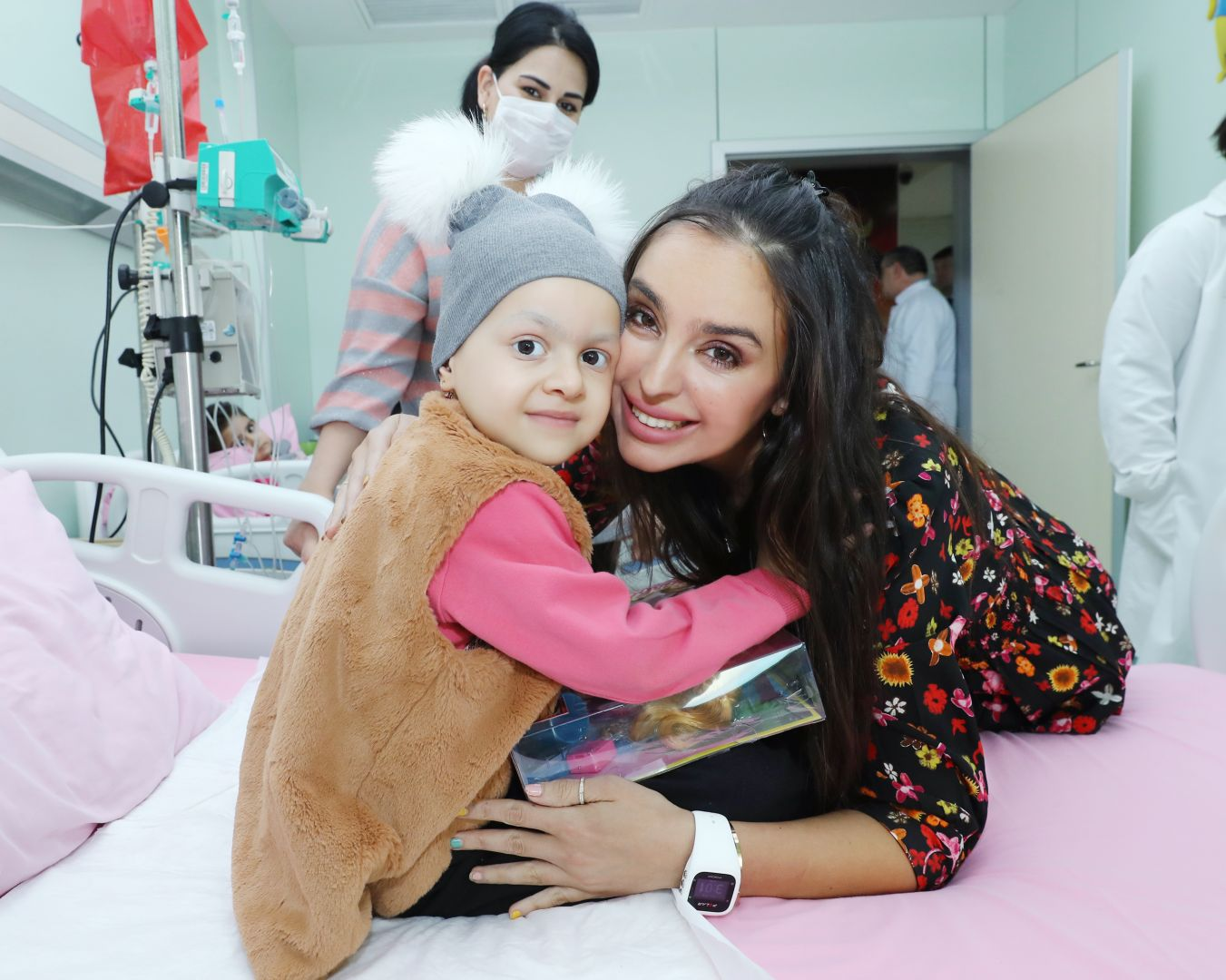 Vice-President of Heydar Aliyev Foundation Leyla Aliyeva meets with children suffering from oncological diseases (PHOTO) - Gallery Image
