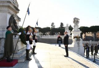 President Ilham Aliyev, First Lady Mehriban Aliyeva visited Tomb of Unknown Soldier in Rome (PHOTO)