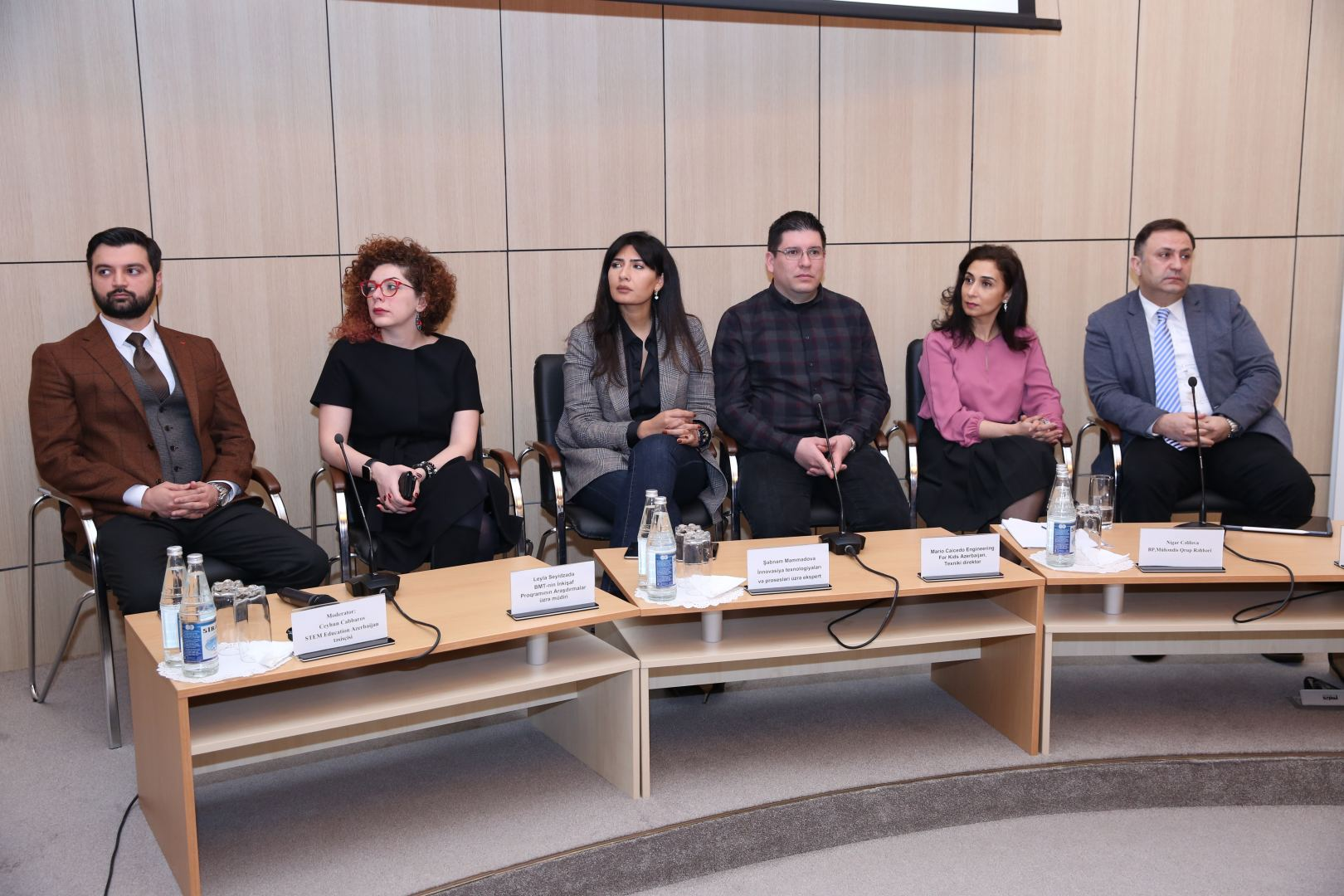 Baku Higher Oil School holds discussions on topic 'Women and Engineering' (PHOTO) - Gallery Image