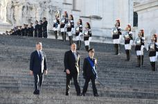 President Ilham Aliyev, First Lady Mehriban Aliyeva visited Tomb of Unknown Soldier in Rome (PHOTO) - Gallery Thumbnail