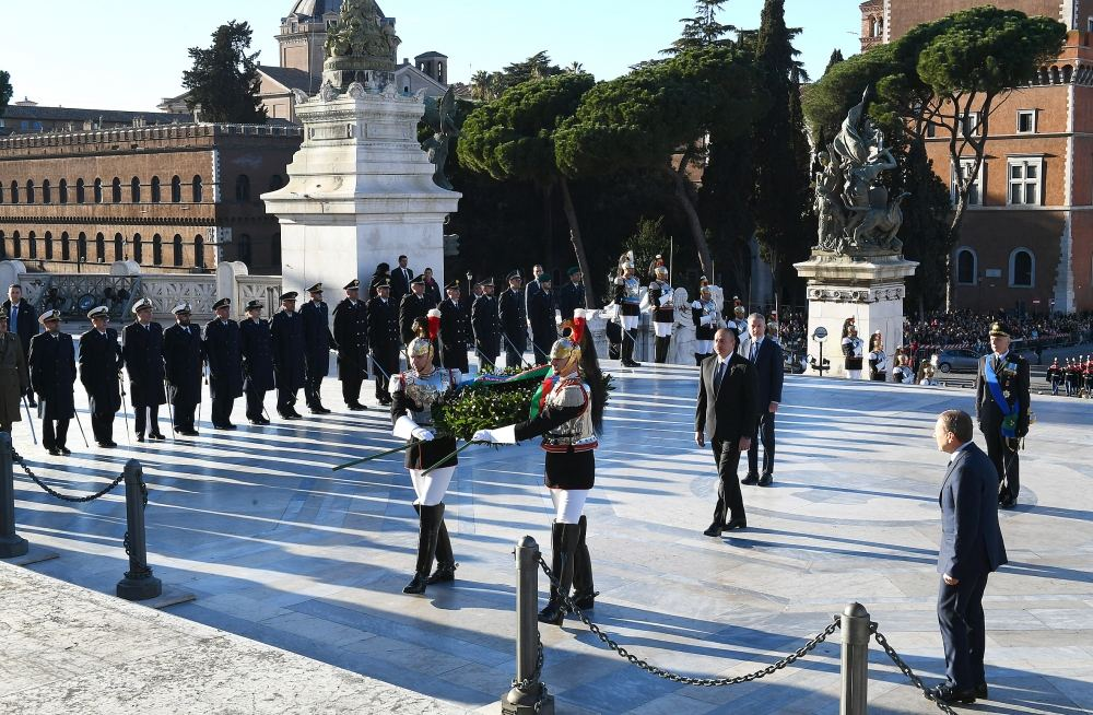 President Ilham Aliyev, First Lady Mehriban Aliyeva visited Tomb of Unknown Soldier in Rome (PHOTO) - Gallery Image